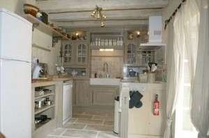 Large kitchen with oven, dishwasher and cooker